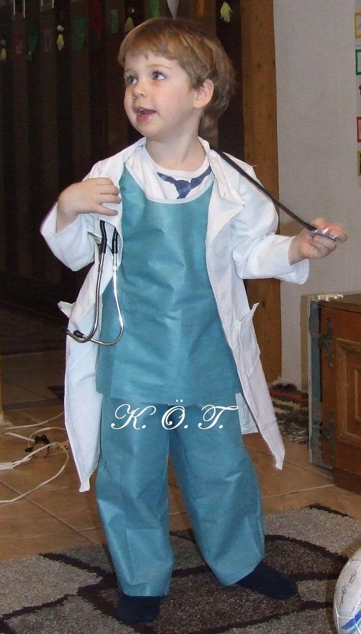 Doktor jelmez / Doctor costume