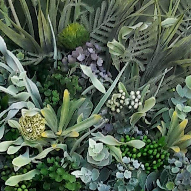 In lucru #aranjament #unicat #aranjamente #flori #plante #artificiale #floriartificiale #planteartificiale #verde #decoratiuni #infrumusetare #casa #birou #flowerstagram #beatrixart www.beatrixart.ro