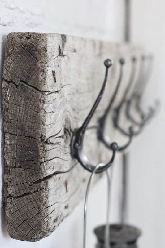 diy scrap wood coat rack or key holder? - love the distressed, old wood and simple look