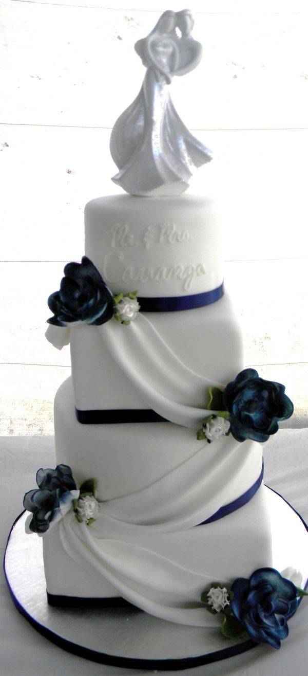 Stunning navy blue and white wedding cake