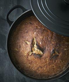 Server et lækkert kartoffelbrød som tilbehør til suppe, salat eller som supplement til hovedretten.