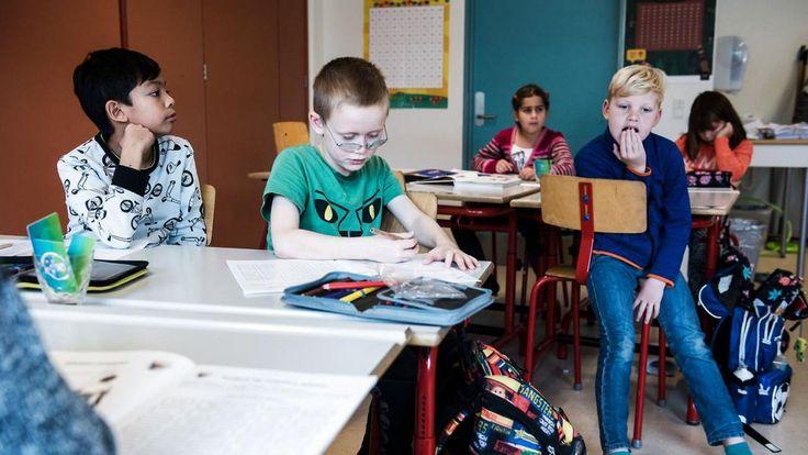 Fra i år skal alle Faxes skolebørn i 2. og 6. klasse undervises i sociale kompetencer, fordi man ikke længere kan regne med, at børnene af smartphone-generationen kan de mest basale sociale spilleregler. Til time i Social Læring hos 2.x.
