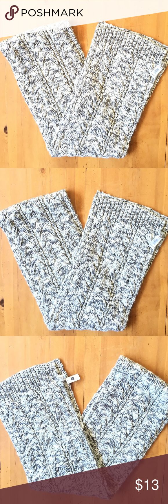 Gap Cable Knit Scarve Excellent condition never ever worn still has tags 78 in long soft and pretty Gap Accessories Scarves & Wraps