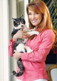 Jane Seymour and her cat, Stachie.