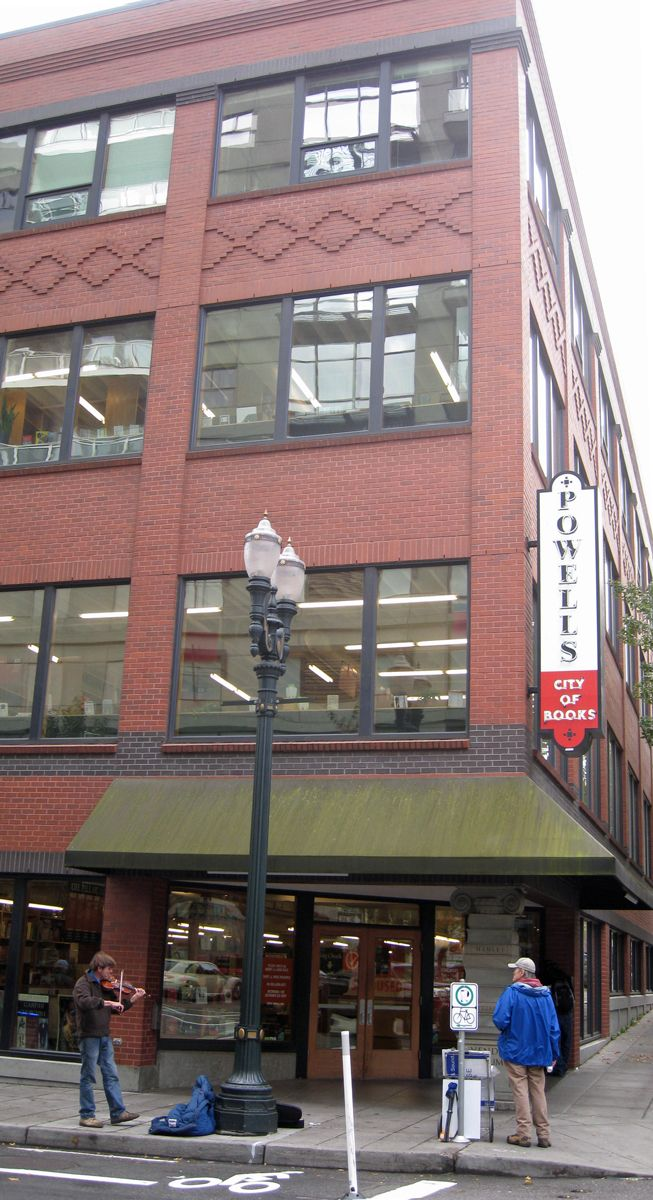 My nerdiness has kicked in! Would love to go here! Powells Bookstore - The BEST bookstore on the face of the planet.  It takes up a whole city block on the edge of the Pearl District in downtown Portland, Oregon. It is the largest bookstore on earth selling both used and new books!