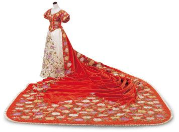 Court Dress | possibly House of Worth | France; Paris | 1887 | Bunka Gakuen Costume Museum | Worn by Dowager Empress Akinori of Japan in the 1890s