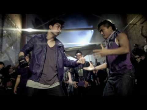 Dance Battle and Music video by Snoop Dogg performing I Wanna Rock (Explicit). (C) 2009 Capitol Records, LLC