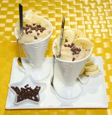 HELADO DE BANANO CON MANTEQUILLA DE MANÍ Hacer este helado es más fácil de lo que piensas.
