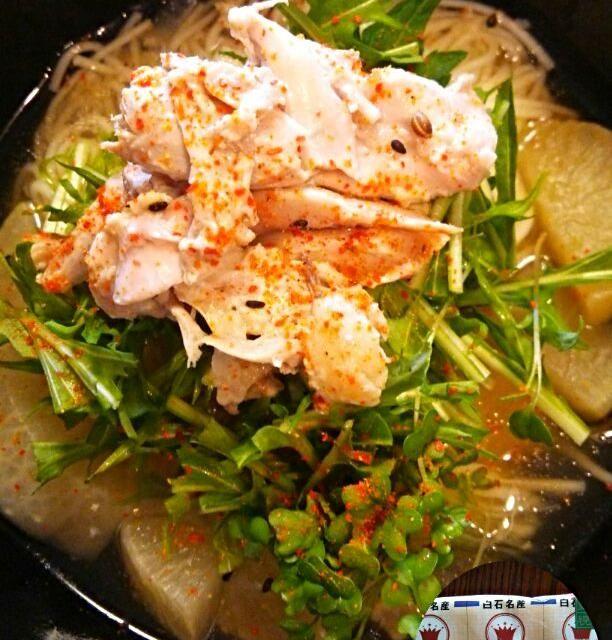 昨日から楽しみにしていた今日のお昼❗ 温麺はあっさりしているから野菜達乗っけてみました。 水菜とスプラウトと紫蘇の葉っぱは飾りかなぁ 味は想像していたより上になりましたよ❤  追伸、肌とお腹の調子いい感じかも。 - 83件のもぐもぐ - 昨日の鶏肉と大根の塩麹煮With白石温麺 by あや