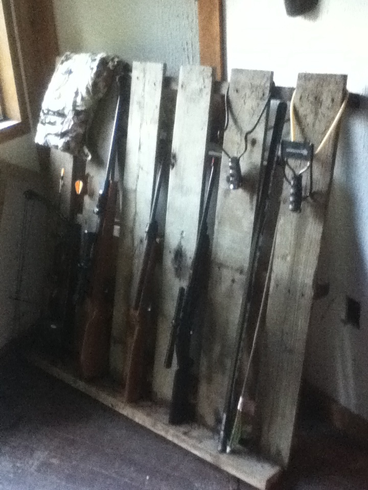 I Made This Gun Rack From A Pallet And 24 House Ideas