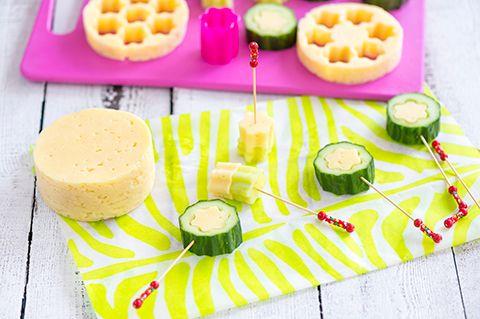 Kurkku-juustotikkarit