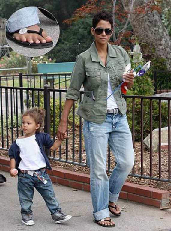 Halle Berry has 6 toes on one foot