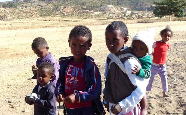 【ePrayer 2013年5月16日 | 厄立特利亞人權狀況令人關注】厄立特別亞境內違反人權情況嚴重,迫使當地人放棄家庭和家園,逃往別處,面對不可知的將來。聯合國專家更特別關注厄國無限期服兵役、不人道的任意拘留和單獨監禁、軍警及國防人員濫用肉體和精神酷刑等情況。求神保護和看顧逃往別國的厄國難民,特別是獨自逃難的兒童......