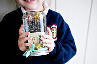 Snow Globe Holder   24 Cute And Clever Ways To Give A Gift Card
