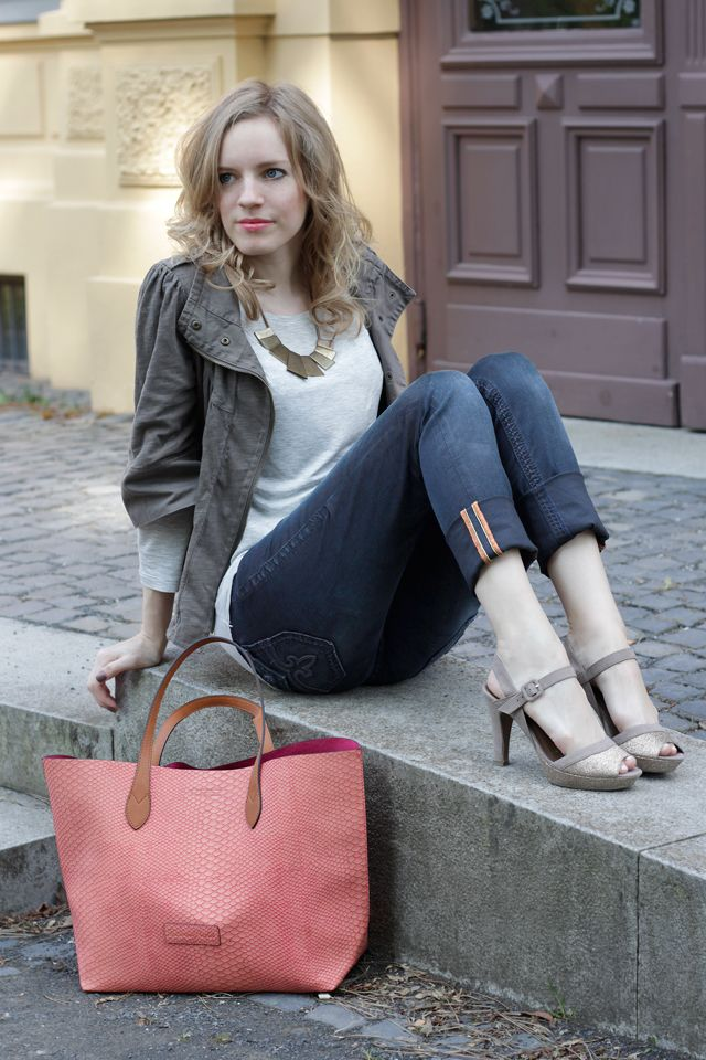 The pink and orange shopper by Fritzi aus Preußen is the center of attention of this outfit! View more pictures on www.miss-annie.de and find all the information on my outfit there. #fashion #blogger #ootd #baglove