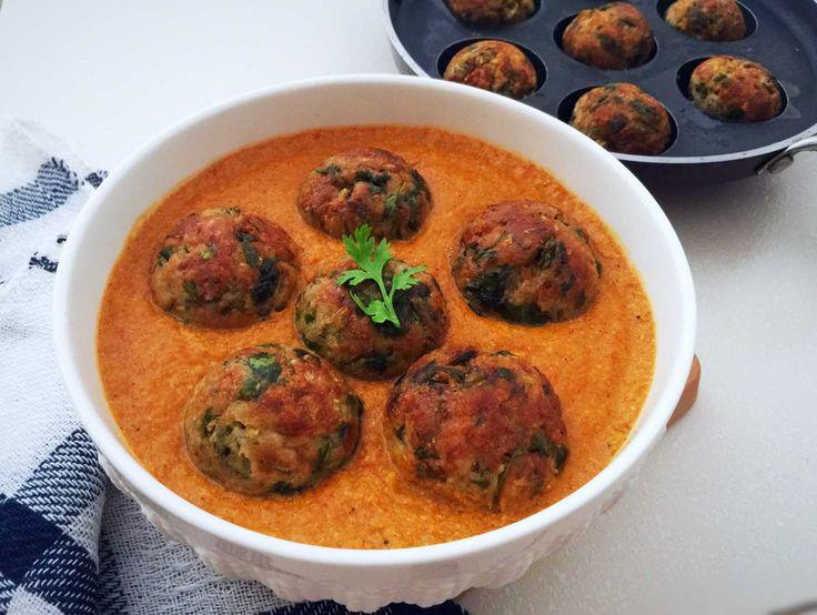 Mooli Aur Kaccha Kela Kofta Recipe (Grated Radish And Raw Banana Dumplings In Gravy)