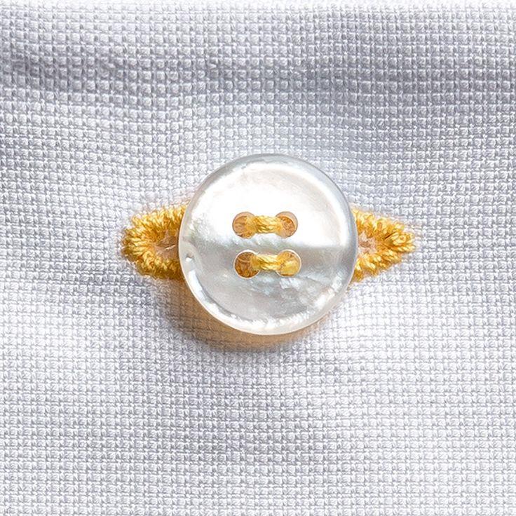 Il dettaglio che fa la differenza. Asola di cotone giallo cucita a mano, sul piquet di cotone della pochette da taschino Eyelet milano #eyeletmilano    Waiting for Sunday! | Aspettando la domenica!