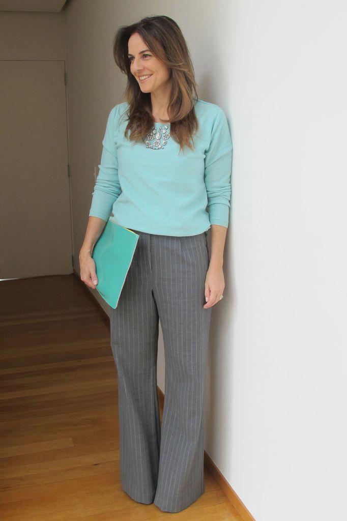 Uma das cores mais curingas do Inverno é o Cinza e nesta estação ela está ainda mais fashion e moderna! Eu adoro o cinza por ser uma cor que combina c...