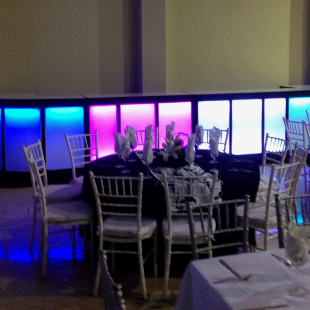 Decora tus eventos con mobiliario iluminado !!!