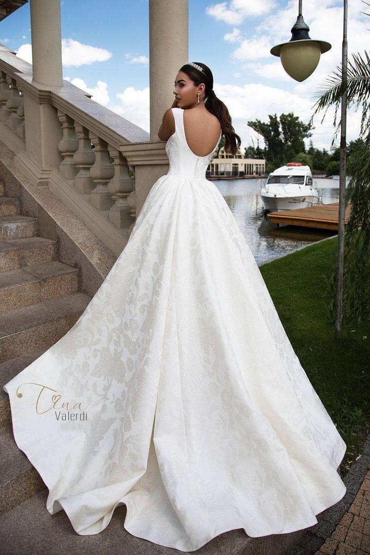 31 best Bridal Trend 2017 images on Pinterest   Wedding frocks ...