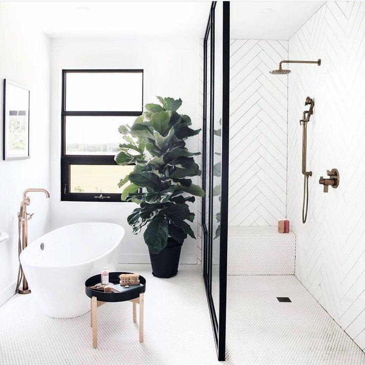 This simplistic and minimal bathroom is beautiful. #home #bathroom #homedecor #homedecoration #bathroomstyle #homestyle #homesweethome | Home Decor
