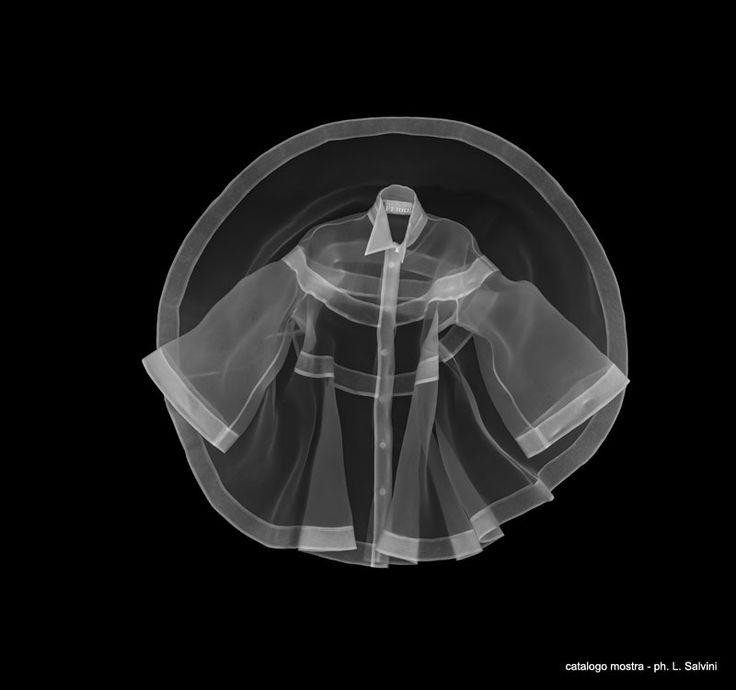 camicia la ronde lastra ai raggi x                                          una delle 27 camicie di Gianfranco Ferrè