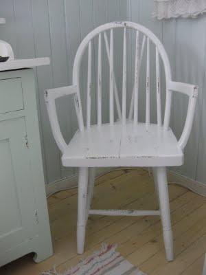 en budalsstol med armlen