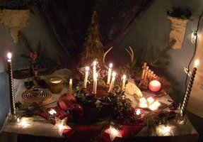 Yule Altar by EnchantedMasquerade, Deviantart.com