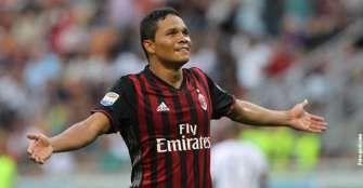 Milan vence a Cagliari con gol de Carlos Bacca