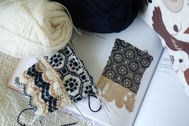 Ravelry: capucino's Vaivara kirjaga sõrmikud, taking inspiration from an old piece of knitting - amazing.