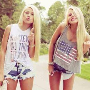 #pretty #hipster #clothes #boho #fashion #bestfriends #ladies #highwaistedshorts #shorts #croptop
