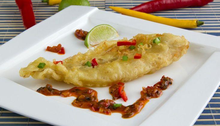 Przepis na rybę w tempurze podawaną z pikantnym sosem chili. Bardzo smaczne i wykwintne danie kuchni wietnamskiej
