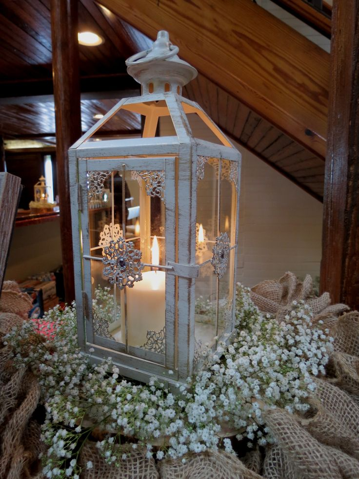 Lanterns - the perfect wedding table centerpiece!