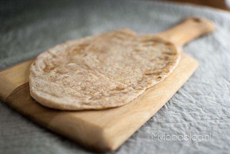Met dit recept maak je zelf lekkere tortilla wraps! Lekker om te vullen met vlees, vis of groente.