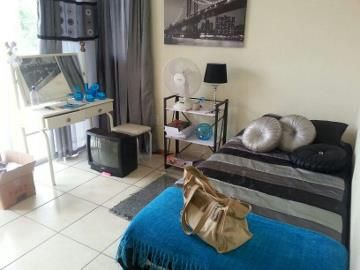 This spacious 2 bedroom flat in the heart of Potchefstroom has a lounge, kitchen and bathroom with space for a washing machine. There is covered parking as well as a guard at night from 6pm to 6am for your security. This flat is ideal for students as it is only about 1.7 km from the university. It is available from 1 January 2015.