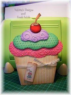 Cute cuttlebug cupcake. I'm thinking I could make this with my big shot too