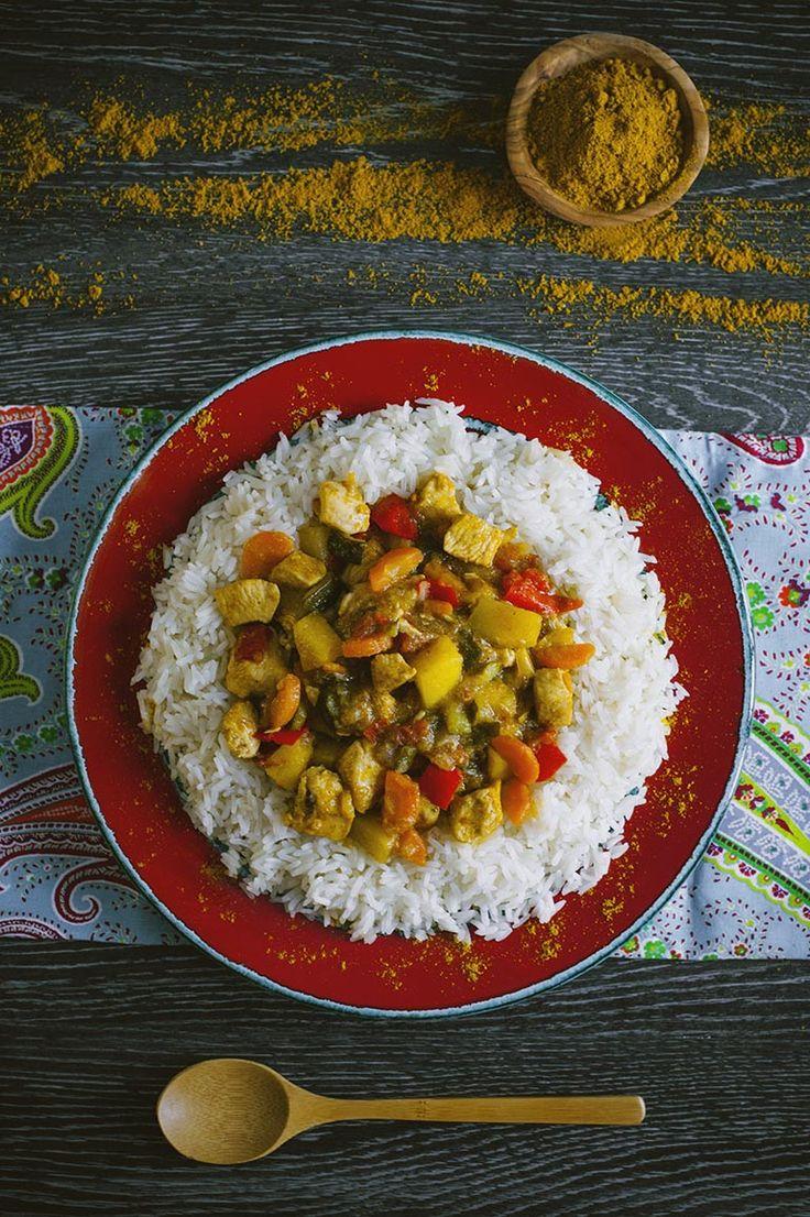 Se non hai mai provato il pollo al curry, fidati, è di una bontà che lascia sempre di stucco i miei ospiti quando lo preparo! Eccoti la mia ricetta