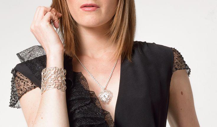 Hello, Aujourd'hui, un nouveau concours débarque sur le blog ! Avec Louise Zoé, nous allons vous parer de métal et de dentelles avec sa jolie gamme de bijoux ! La gagnante repartira avec un modèle au choix parmi la sélection que vous trouverez plus bas....