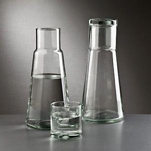 Zeitlos und praktisch: Die Bedside Bottle aus Glas. Wieder da bei Living-Quality.de und sofort lieferbar