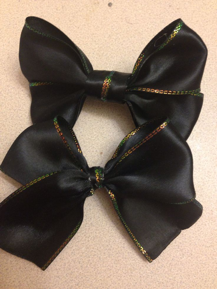 Tutorials for these bows, which I whipped up last night during a boring movie and hot-glued to some barrettes.   http://www.youtube.com/playlist?list=PLMse_Mwkeq0UMa6MdWJLumrFaMhUmEeo0