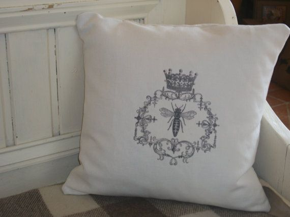 Queen bee cushion: Bee Cushion, Crown Glam, Queen Bees, Chic Cushion, Bumble Bees