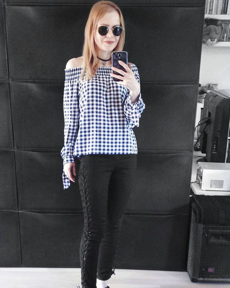 """141 Likes, 6 Comments - Gabriella Buzas (@epicstreetstyle) on Instagram: """"Loving lace-up stuff... Just got these Jamies in white too, couldn't resist any more ⛓🖇 . ."""" @newlookfashion gingham offshoulder bardot top @topshop laceup jeans @rayban_official aviator sunglasses minimal outfit ootd ootn wiw whatiwear whatiworetoday outfitinspo"""