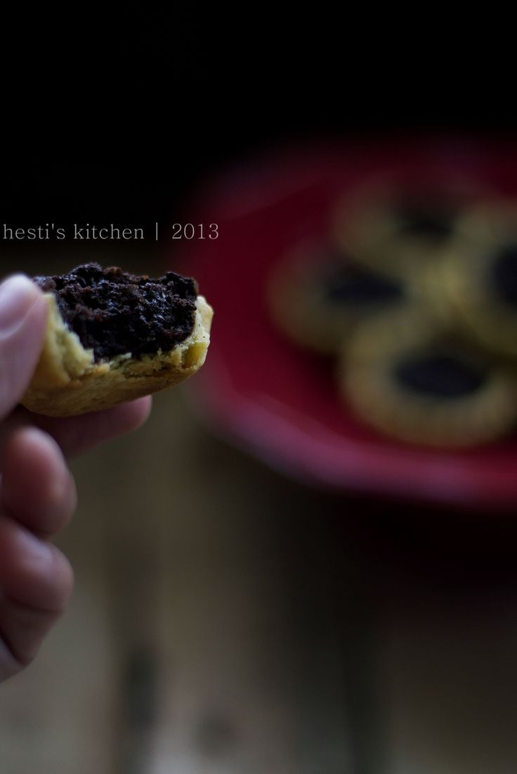 Brownie Pie adalah pie dengan perpaduan brownies sebagai fillingnya. Kulit pie yang renyah bertemu brownies yang lembab dan nyoklat h...