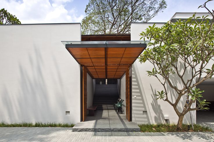 Jalan Kampun Chantek & Swiss Club Road House by BEDMaR & SHi