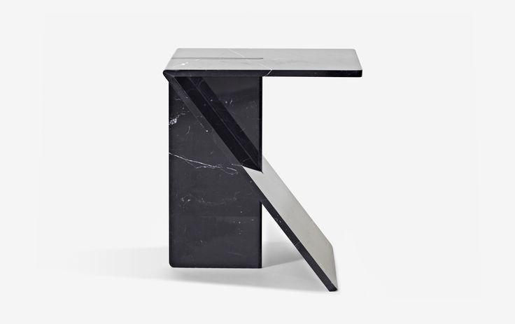 Clé by Cédric Ragot – Pedestal : The right compromise between the mass of material used and the economy as a means to implement it.