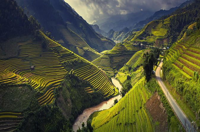 6-Day Off The Beaten Track Tour of North Vietnam from Hanoi This tour takes you to the most marvelous regions of Vietnam, where you can learn about the lives of the local ethnic peoples, visit the mountains and the Black H'mong communities of Dong Van and traverse the Ma Pi Leng Pass. Experience the magic of Ba Be Lake, through another very spectacular mountain road.Day 1 Ha Noi - Ha Giang (L, D)8:00 departure to Road No. 2 Hanoi-Viet Tri-Tuyen Quang-Ha Giang. Excellent lunch ...