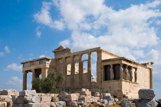Eretteo; V secolo (421-404) a.C.; tempio prostilo esastilo ionico in marmo Pentelico; parte alta dell'acropoli, fu realizzato dall'architetto Filocle. Questo santuario, dedicato alla dea Atena Poliade (protettrice della città), era legato a culti arcaici e alle più antiche memorie della storia leggendaria della città, costituendo il vero nucleo sacro dell'Acropoli e dell'intera città. In questo luogo si sarebbe infatti svolta la disputa tra Atena e Poseidone.