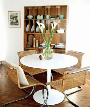 a saarinen table works perfectly with any decor.