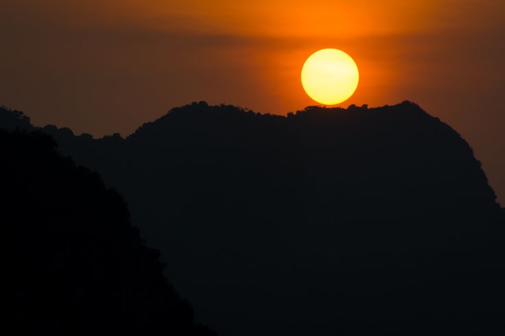 Halong Sunset - Sunset captured during a boat trip at Halong Bay