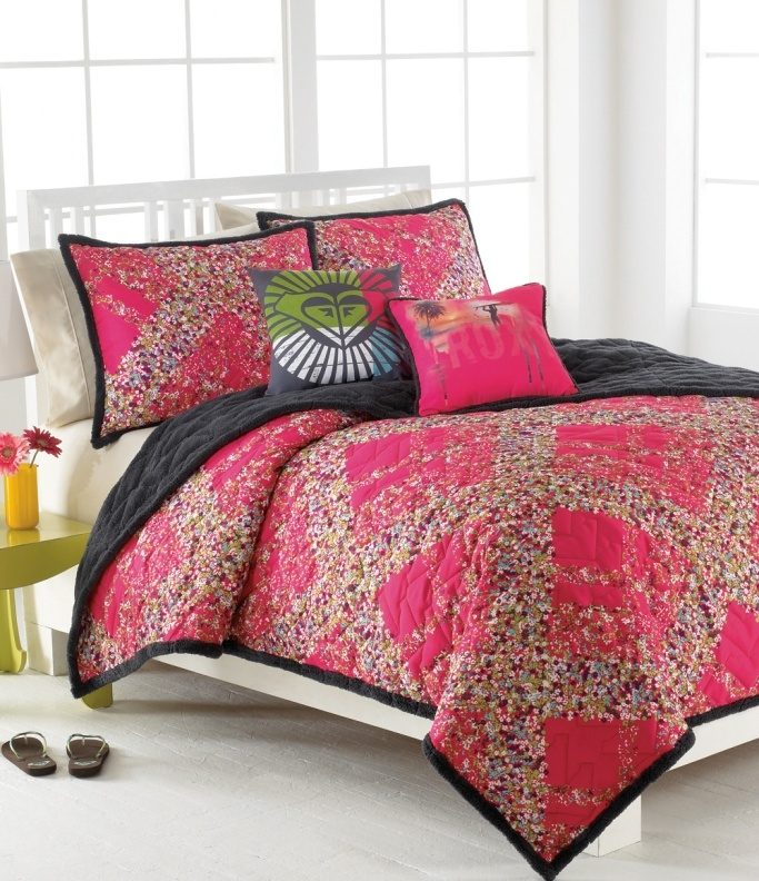 pink pillowcases with black piping ♥ // from Roxy